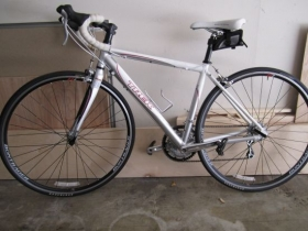 White 2009 Trek 1.2t Wsd Road Bike